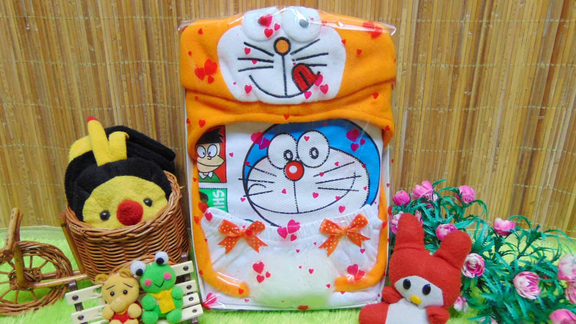 Kado Lahiran Paket Kado Bayi Baby Gift Box Doraemon Orange Timbul 65 terdiri dari setelan kaos doraemon sablon timbul dan topi doraemon lucu,FREE KARTU UCAPAN