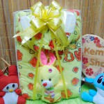 foto utama FREE KARTU UCAPAN paket kado lahiran bayi baby gift set box jaket plus boneka motif baby cow kuning (2)
