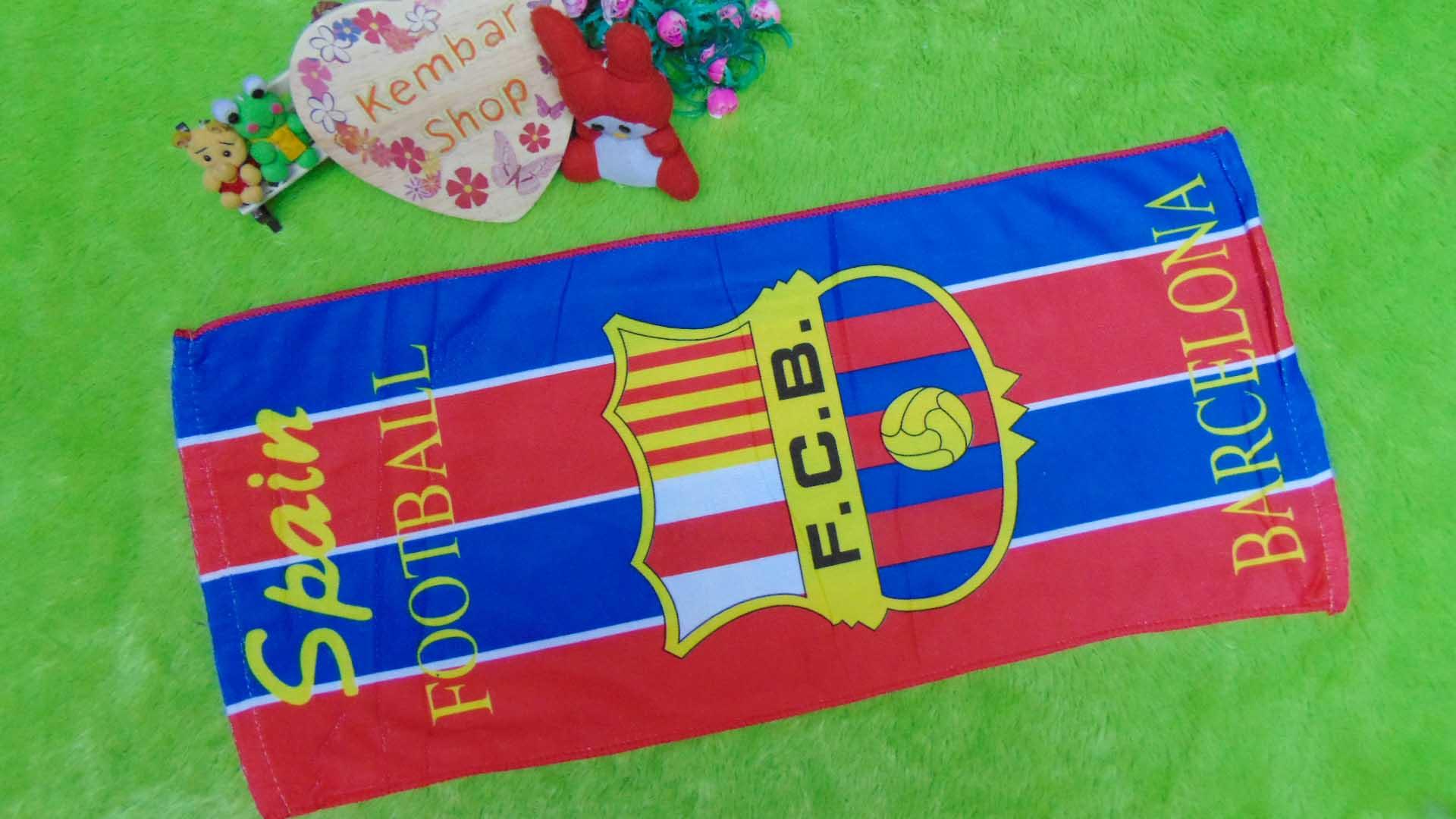 handuk bola FCB Barcelona Barca uk kecil Rp 22.000 bahan lembut,ukuran 76X34cm,cocok untuk penggemar tim bola FCB