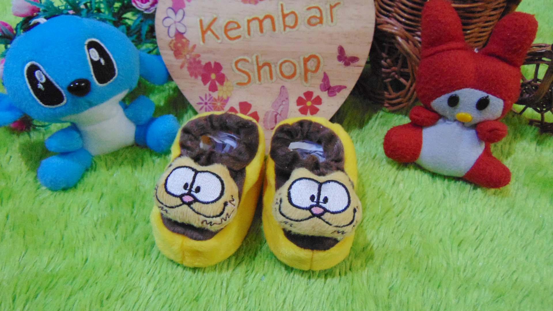 foto utama kado bayi baby gift set sepatu prewalker alas kaki newborn 0-6bulan lembut motif kucing garfield