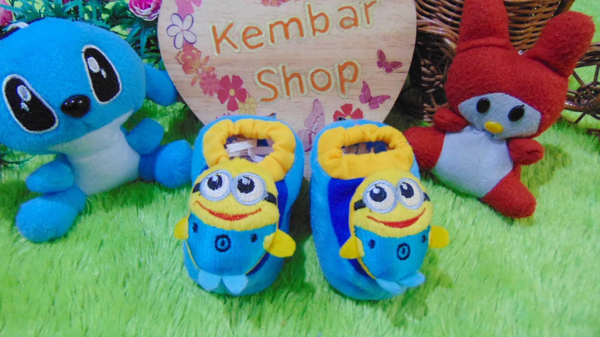foto utama kado bayi baby gift set sepatu prewalker alas kaki newborn 0-6bulan lembut motif minnions