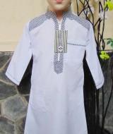 Gamis anak laki-laki jubah muslim putih 2-3th 61 lebar dada 34cm panjang 68cm, usia hanya estimasi silahkan dicocokkan dengan anaknya mom