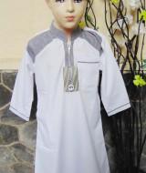 Gamis anak laki-laki jubah muslim putih 6-7th 68 lebar dada 37,5cm panjang 78cm, usia hanya estimasi silahkan dicocokkan dengan anaknya mom