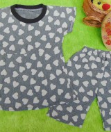 setelan bayi perempuan 0-6bulan motif love grasycale 20 lebar dada 25cm, panjang 35cm, celana 28cm, bahan adem lembut, bikin dedek bayi tambah cantik n imut