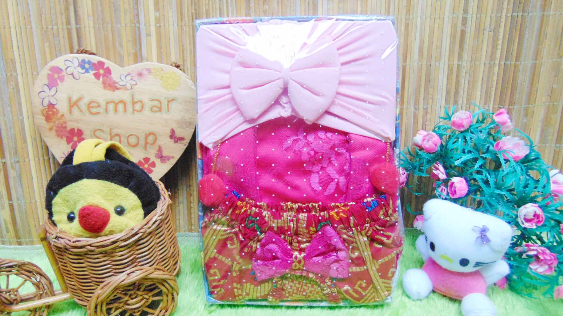 FREE KARTU UCAPAN Kado Box Paket Kado Bayi Perempuan Kebaya plus Turban PomPom (2)