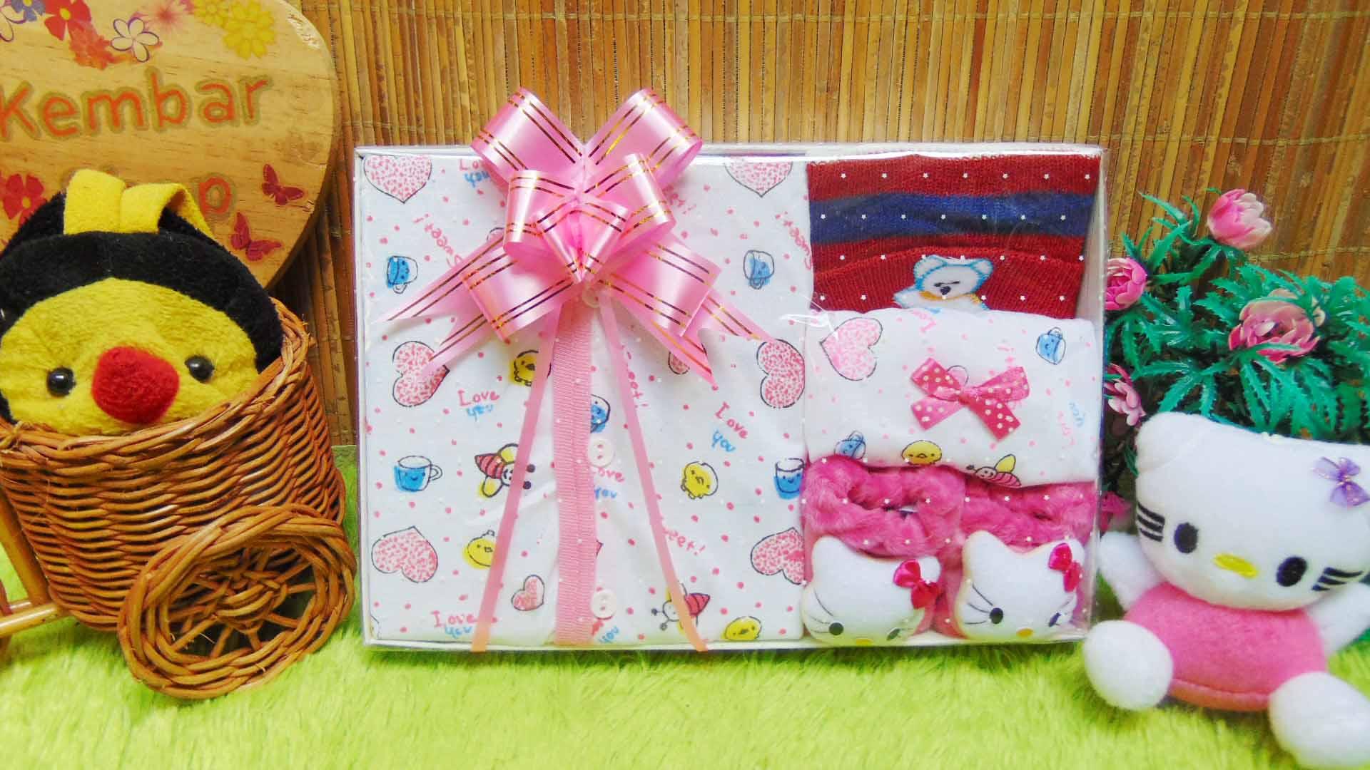 FREE KARTU UCAPAN Kado Lahiran Paket Kado Bayi Newborn Baby Gift Box Full Package Sock Aneka Karakter (2)