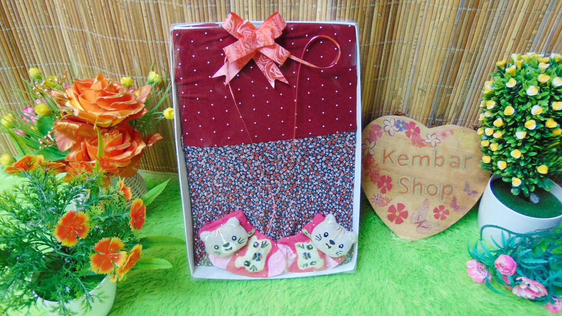 FREE KARTU UCAPAN TERMURAH Paket Kado Bayi Perempuan Baby Gift Set Girl Dress Sock Random (1)