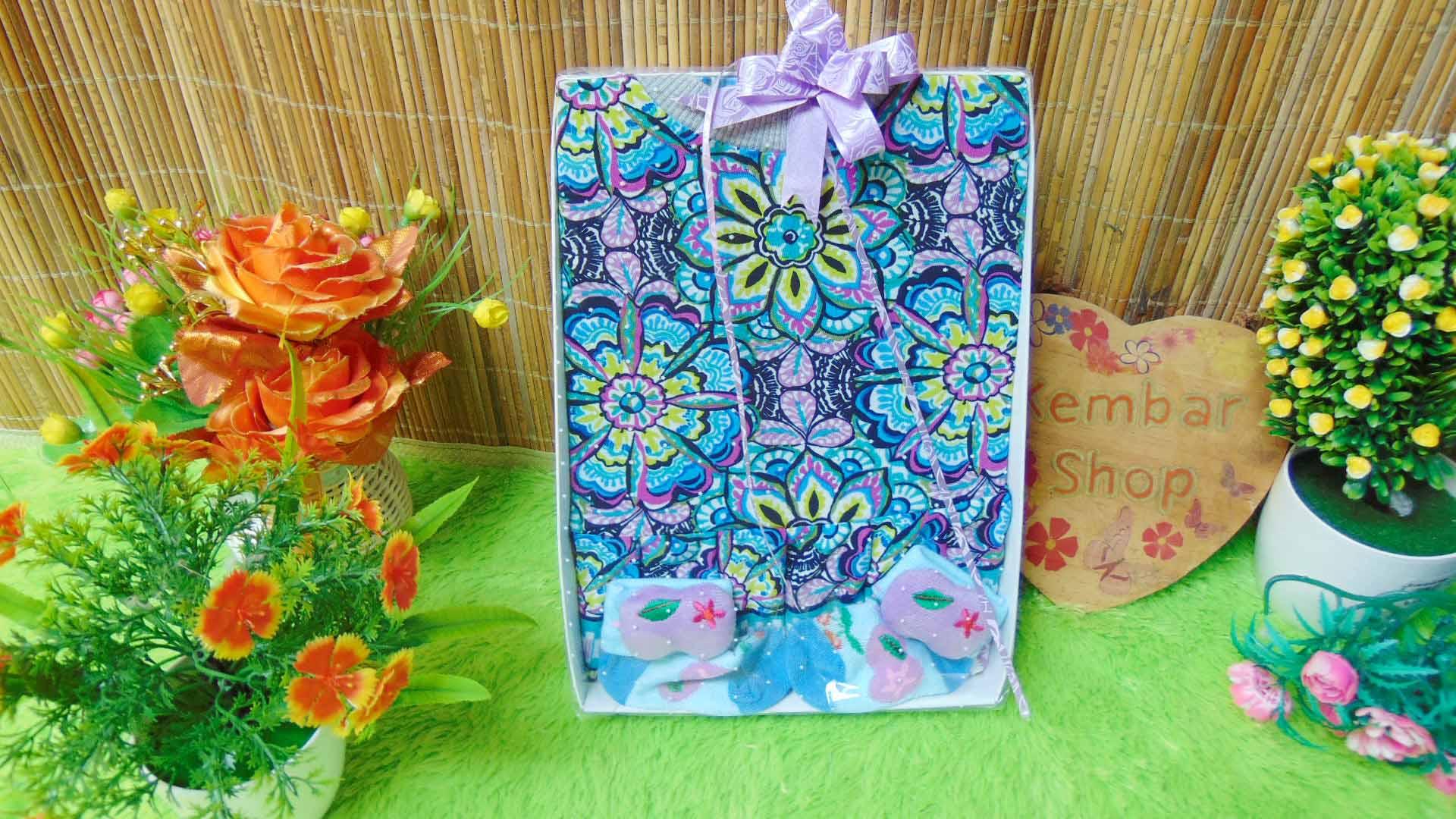 FREE KARTU UCAPAN TERMURAH Paket Kado Bayi Perempuan Baby Gift Set Girl Dress Sock Random (3)