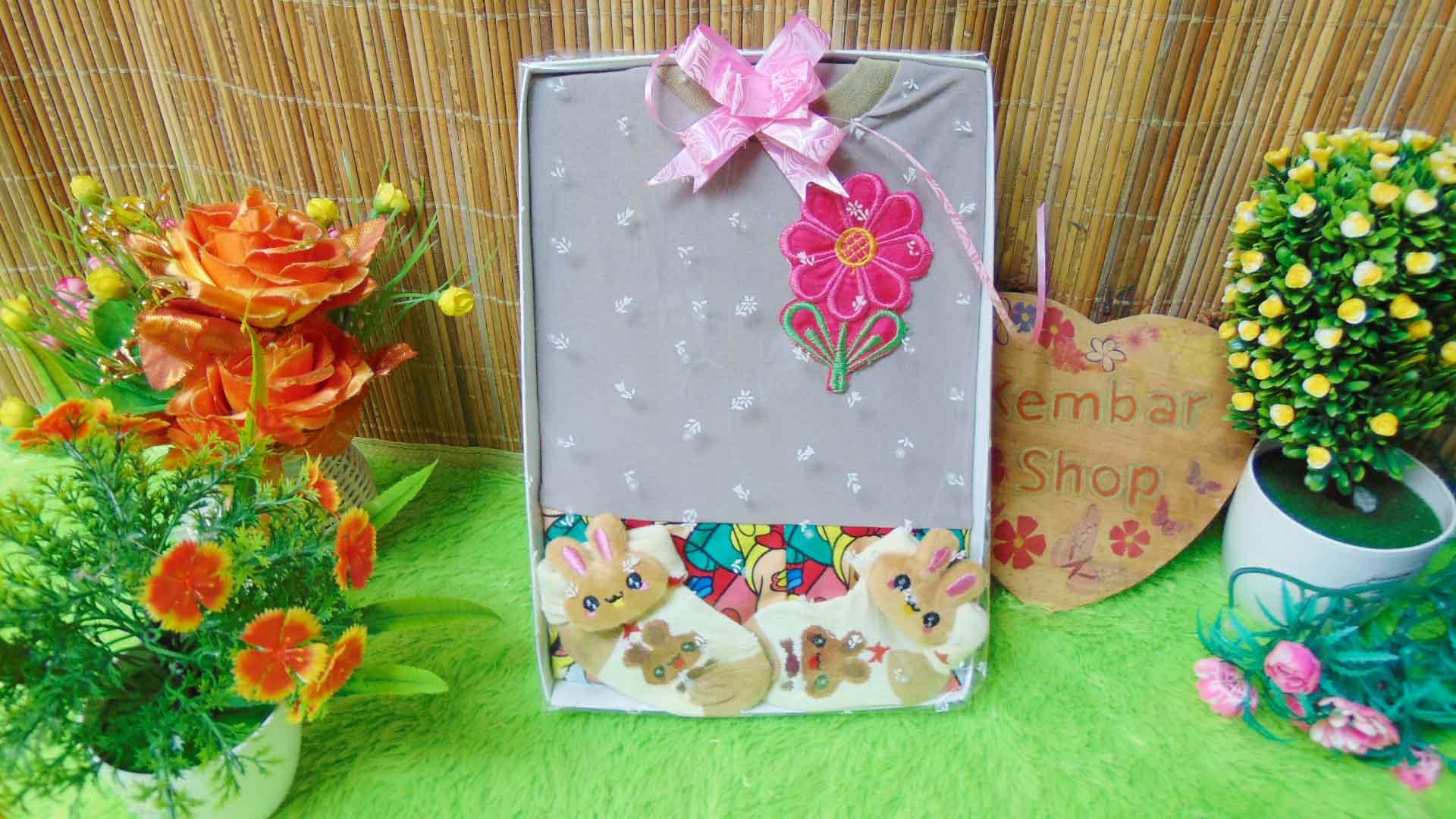 FREE KARTU UCAPAN TERMURAH Paket Kado Bayi Perempuan Baby Gift Set Girl Dress Sock Random (4)
