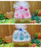 utama FREE KARTU UCAPAN Paket Kado Bayi Dress Boots Motif random Bungkus Tile dg Keranjang Cantik (6)
