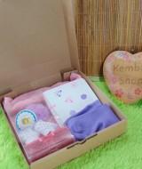 Hampers Kado Lahiran Bayi Newborn Exclusive Baby Gift Jumper Legging Cottonrich Headband Kaos Kaki FREE UCAPAN (1)