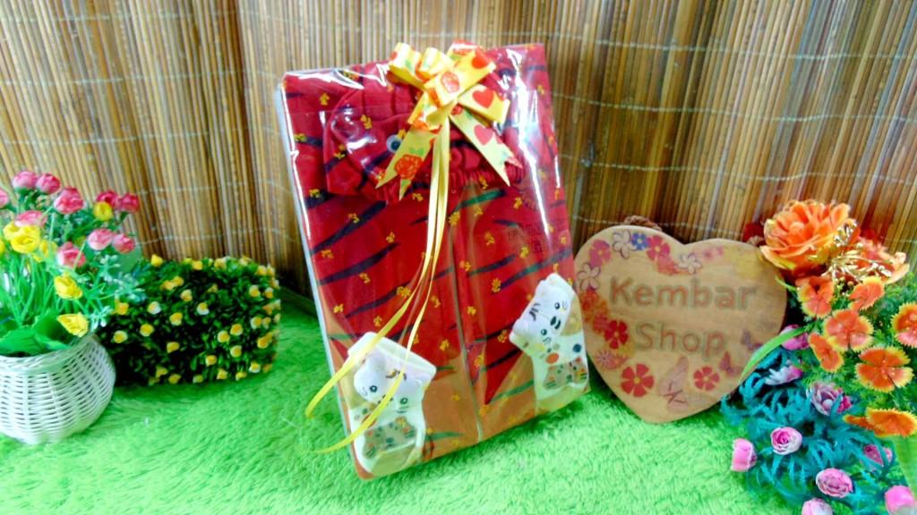 10 FREE KARTU UCAPAN paket kado lahiran bayi baby gift set box jaket plus sock ANEKA motif