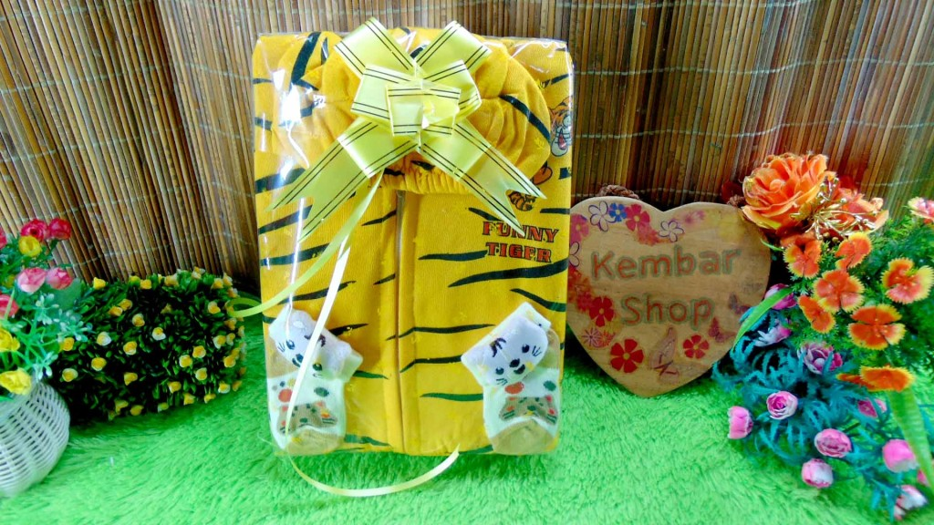 12 FREE KARTU UCAPAN paket kado lahiran bayi baby gift set box jaket plus sock ANEKA motif
