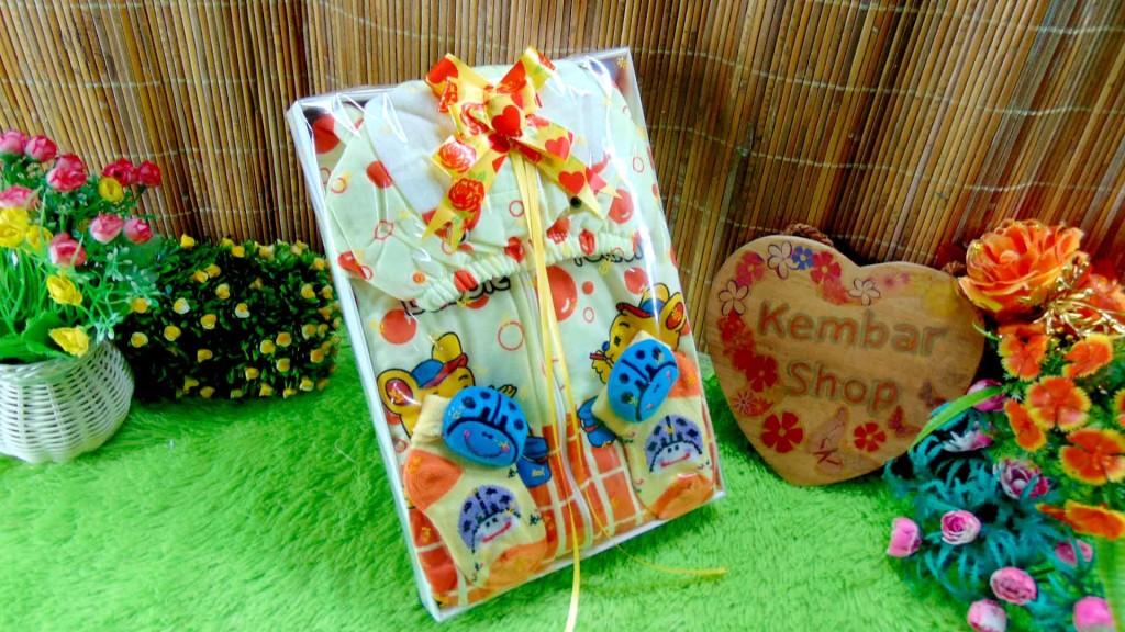 13 FREE KARTU UCAPAN paket kado lahiran bayi baby gift set box jaket plus sock ANEKA motif