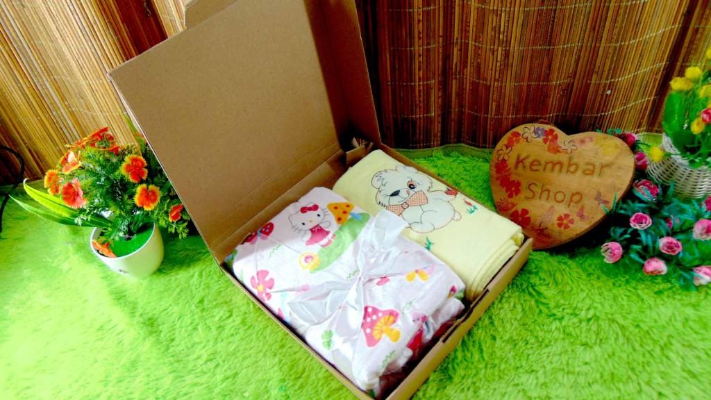 [LIMITED!] Hampers Baby Gift Kado lahiran bayi Newborn Selimut double fleece dan Handuk Bordir FREE KARTU UCAPAN DAN KERTAS KADO (2)